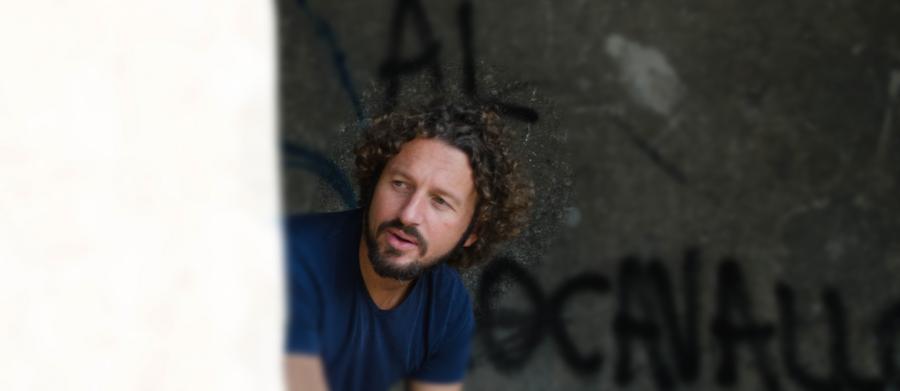 ALEX CASTELLI: l'esordio solista, tra liberi e caduti…